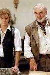 Sawyer (Shane West, izquierda) y Quatermain (Sean Connery) planean su próximo movimiento.